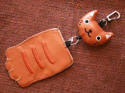 画像1: ねこの手パスケース 茶猫
